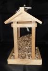 Vogelfutterhaus mit Plexiglas-Scheiben